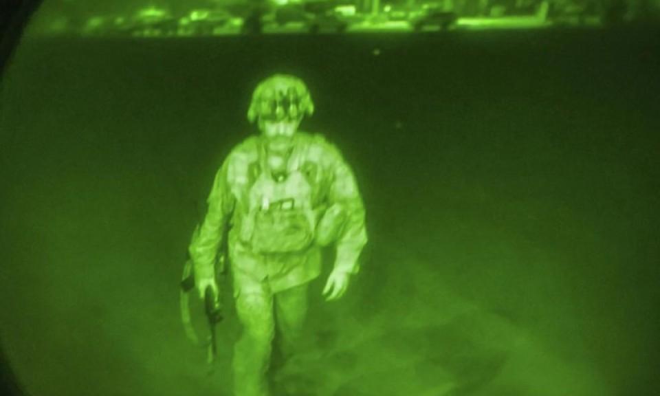 Bức ảnh người lính Mỹ cuối cùng rời Afghanistan